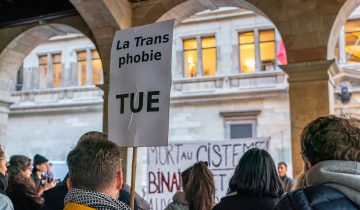 «Unie.x.s contre les violences transphobes»