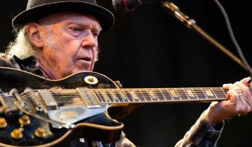 Neil Young porte plainte contre Trump
